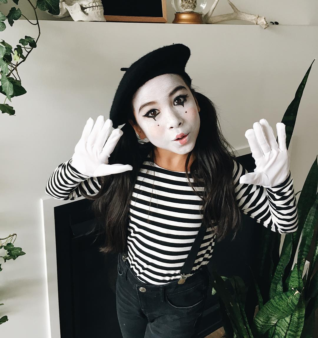 10 College Halloween Costumes That You'll Love! Easy DIY College Costumes perfect for freshman or . seniors alike! Easy and Creative College Costumes! Halloween costume women cute! Halloween costume woman sexy! Whatever you you want, you can find it here for halloweekend! #halloween #college