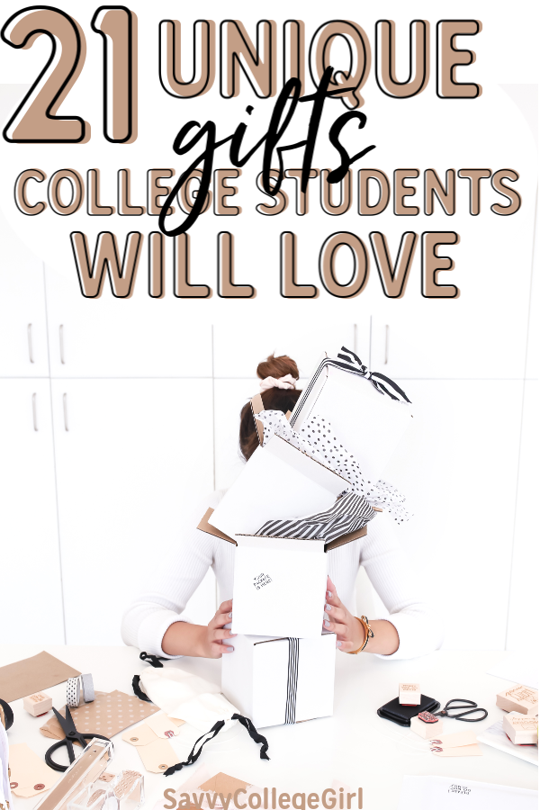 These are easily the best college gift ideas I have received. I have gotten a ton of useless stuff but these are all things I actually used and loved my freshman year. The best gifts for college students #college #giftguide