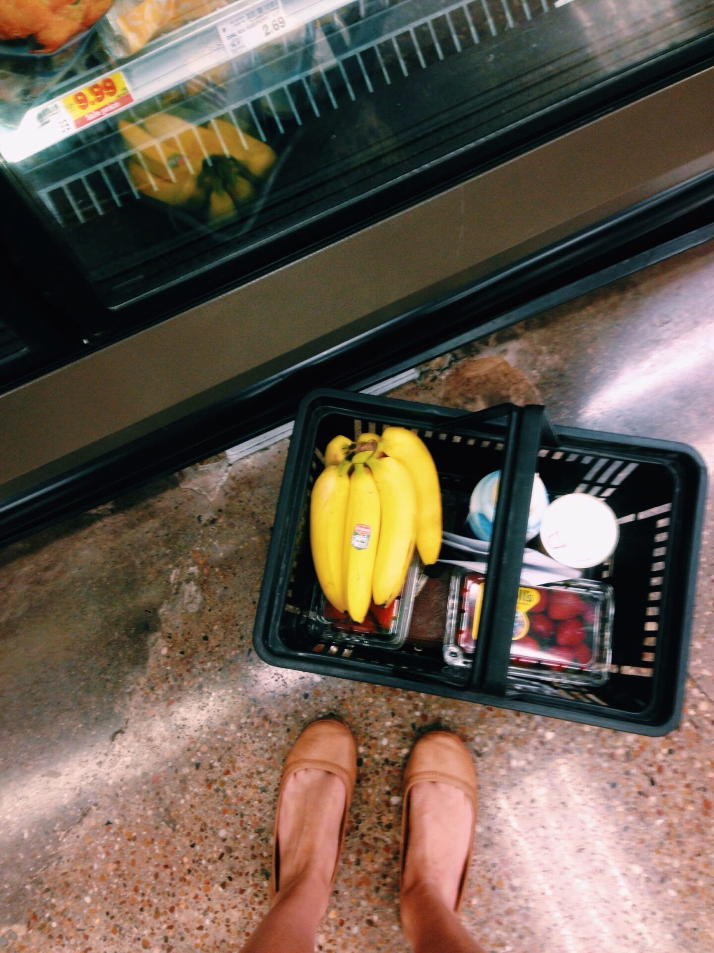 How To Eat Healthy In College (Free Grocery List Printable!)