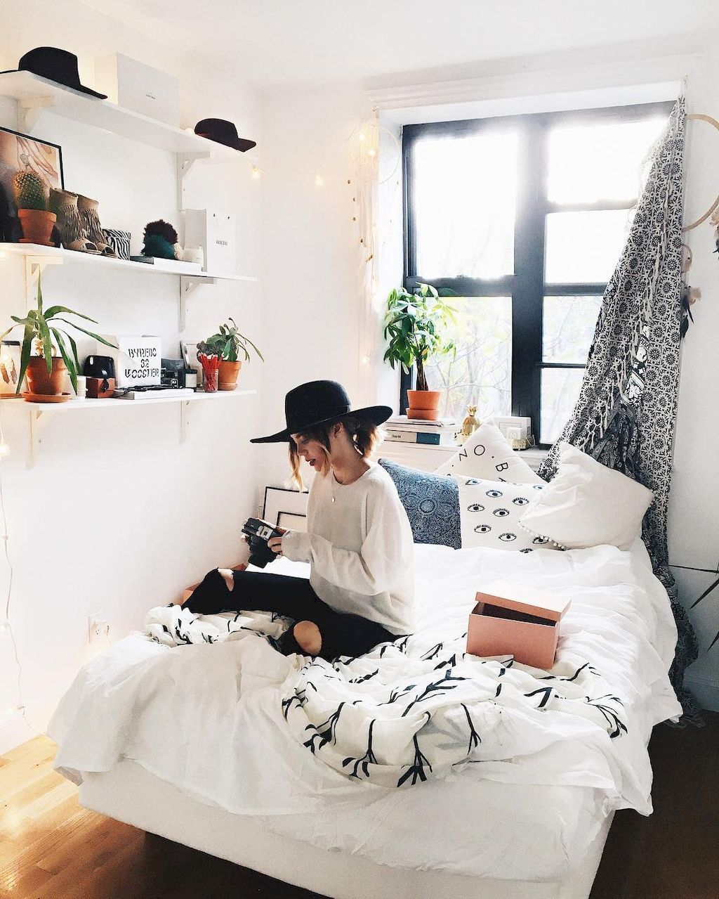 Minimalist Dorm Room Ideas For College Students