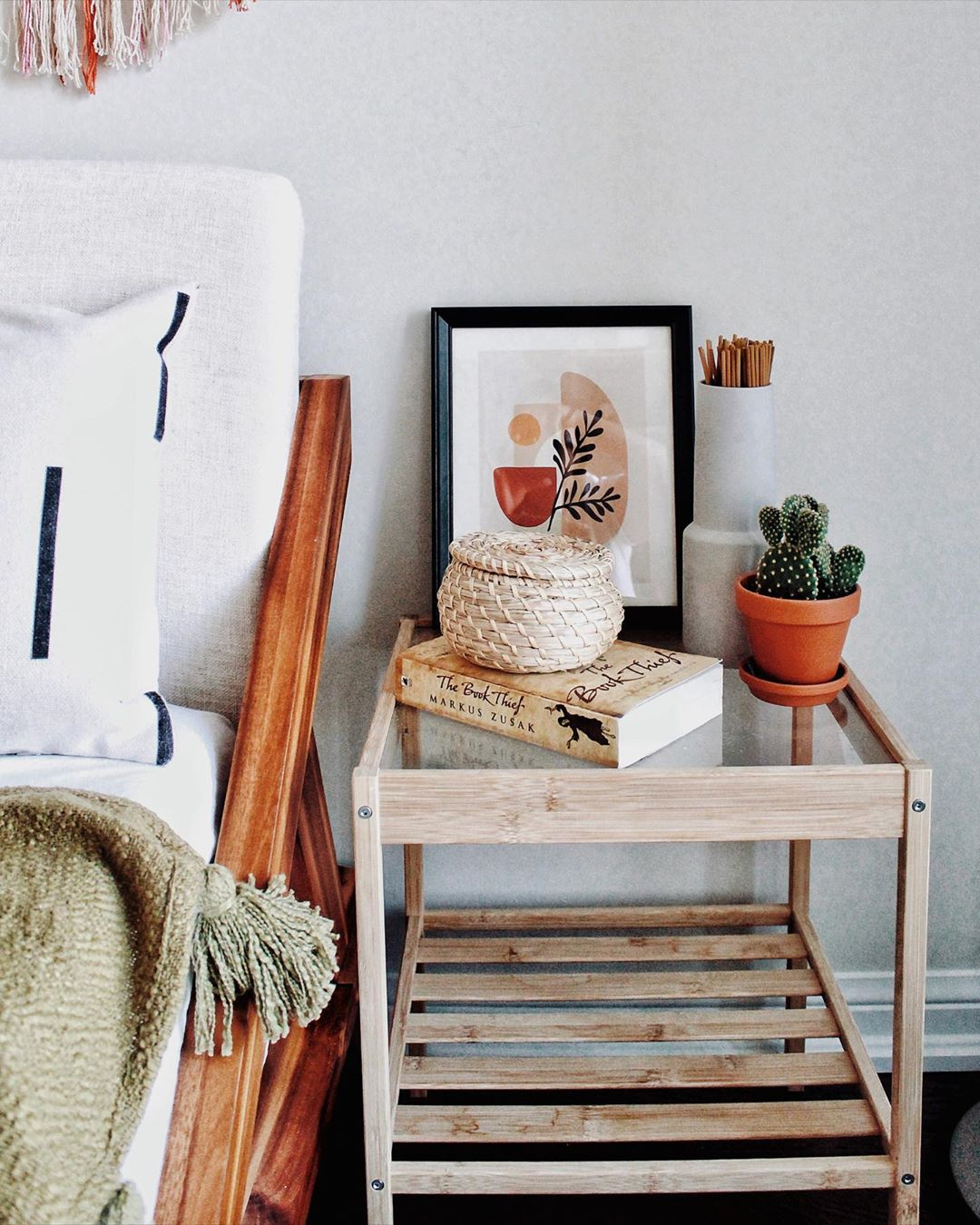 Cute and simple Dorm Room Ideas For College Students! Find the perfect dorm decor that fits your minimalist style. Get the best dorm room inspo and create the college bedroom of your dreams #dormroom #minimalistdorm #dormroomideas