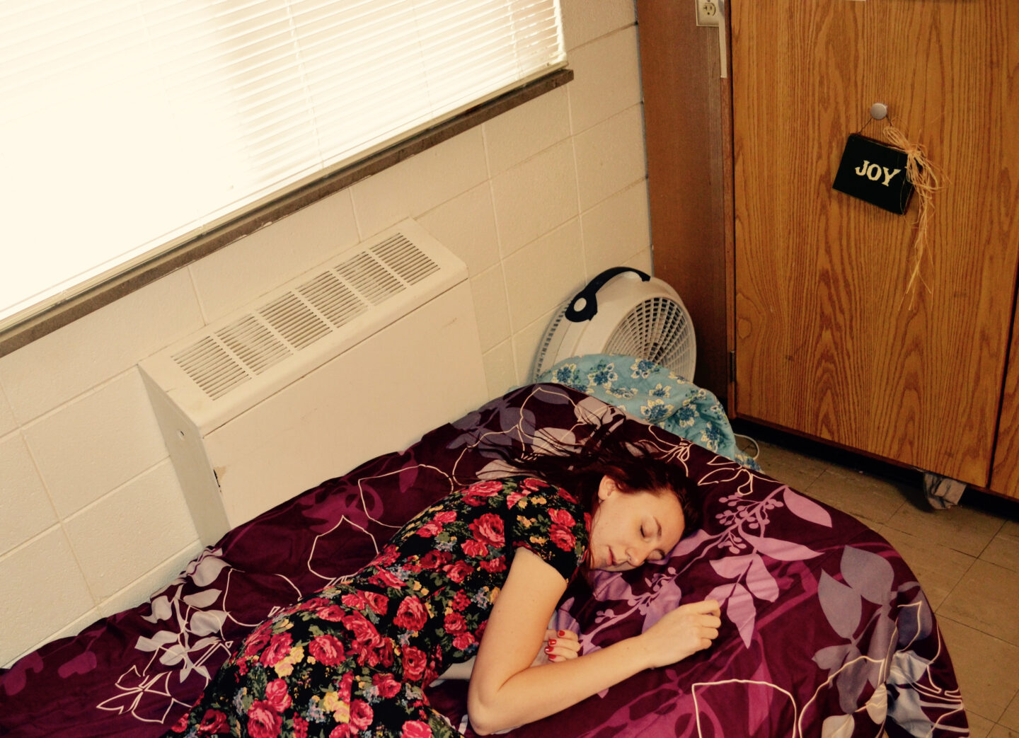 How Do You Survive A Dorm Without Air Conditioning?